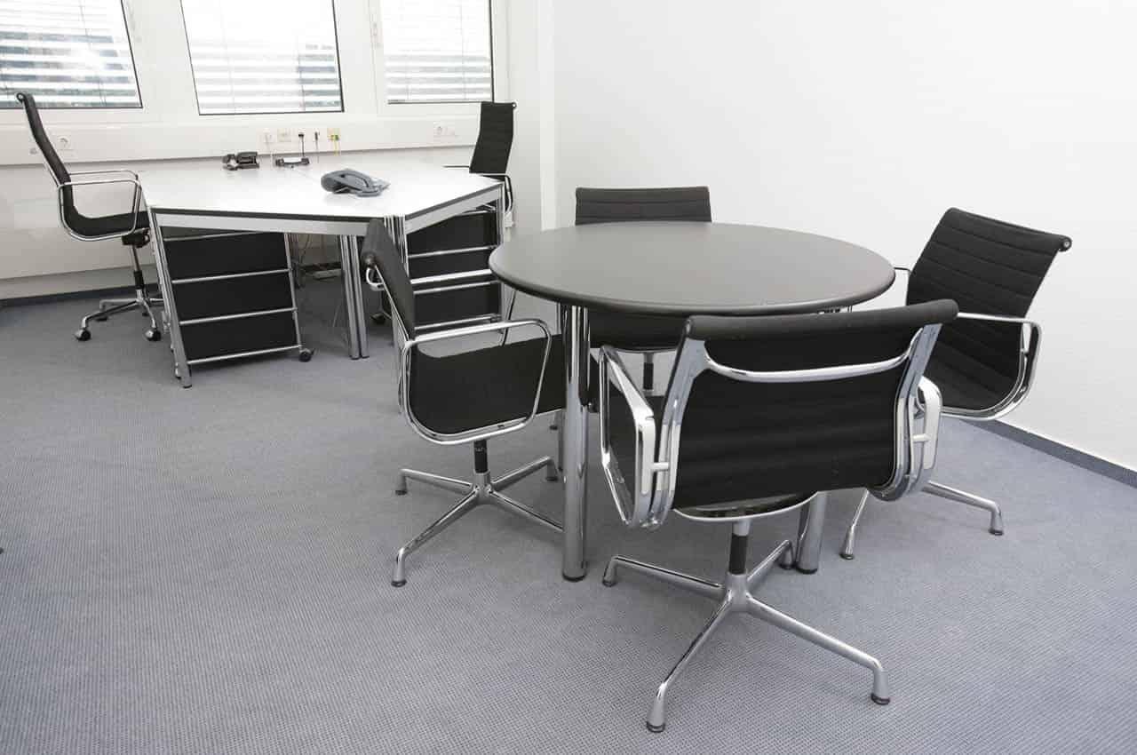 Krzesła do biurka – jakie kupić? Gdzie szukać?