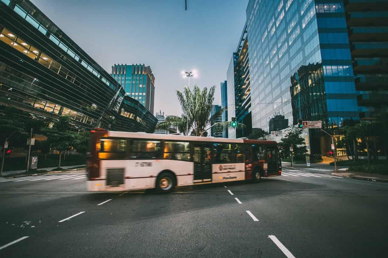 Reklama w autobusach i tramwajach – skuteczna promocja